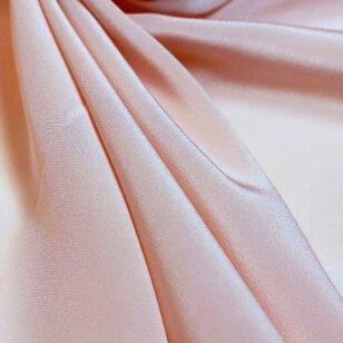 Pastelinio rožinio atspalvio lengvas šilkas